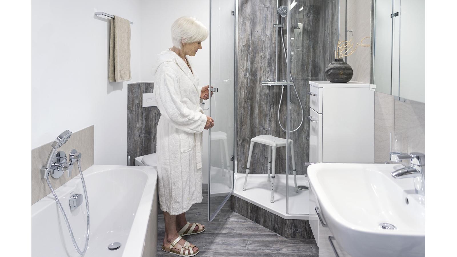 Hilfsmittel Ratgeber Duschhocker Tipps Fur Die Hausliche Pflege Online Wohn Beratung De