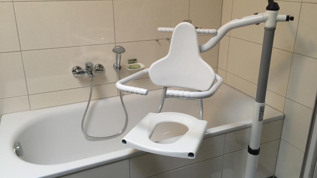 """Ratgeber """"Badelifte und Hebehilfen für die Badewanne - Tipps und"""