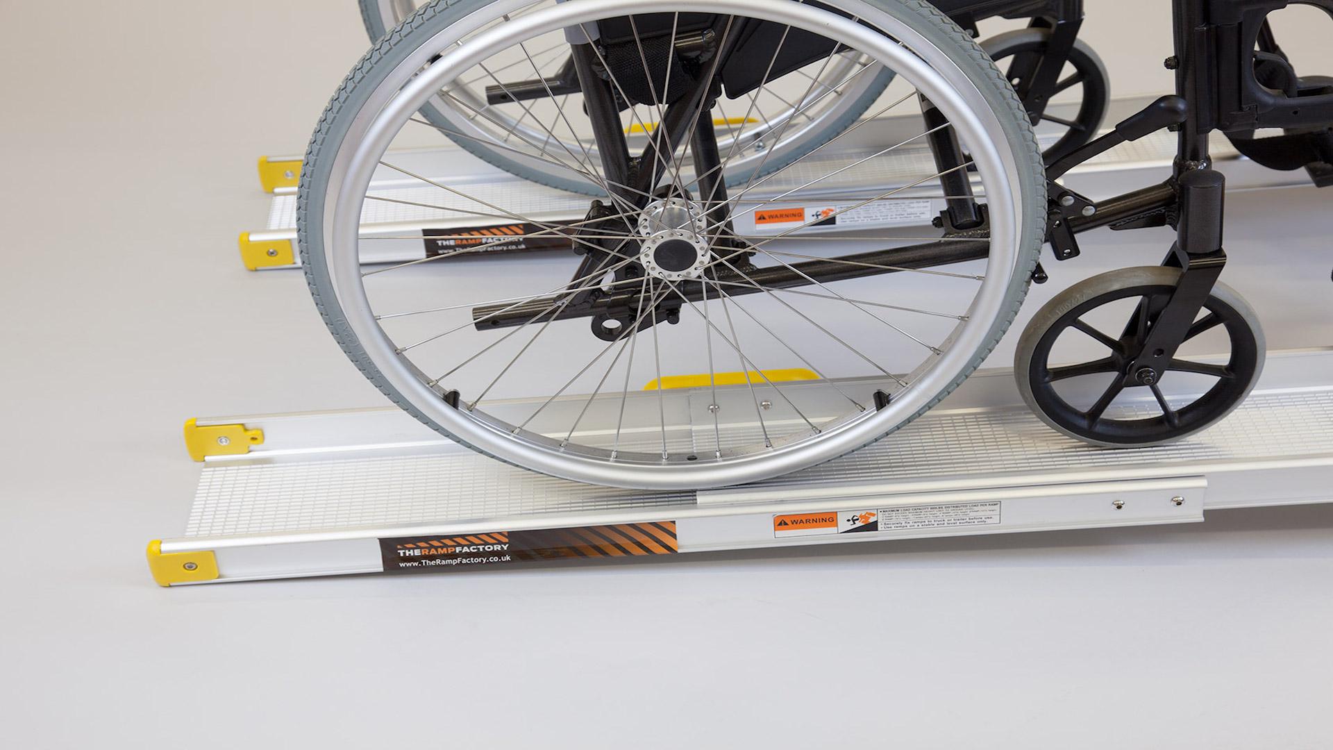 120 x 72 x 5 cm Klapprampe f/ür Rollstuhl mit Rutschfester Oberfl/äche LIEKUMM Rollstuhlrampe Schwellenrampe f/ür Heimtreppen T/üren Treppen MR607WL-4 Mobilit/ätsroller